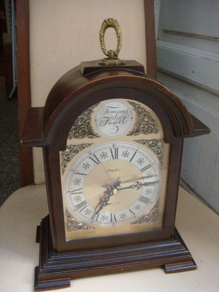 reloj-de-mesa-con-soneria-a-pila-tempus-fugit-estilo-ingles-21950-MLA20221171392_012015-F