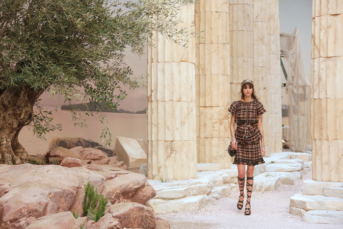 chanel-cruise-2017-18-show-mood-of-the-show-01